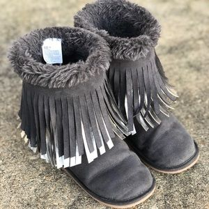 Crazy 8 Gray Moccasin Fringe Boots